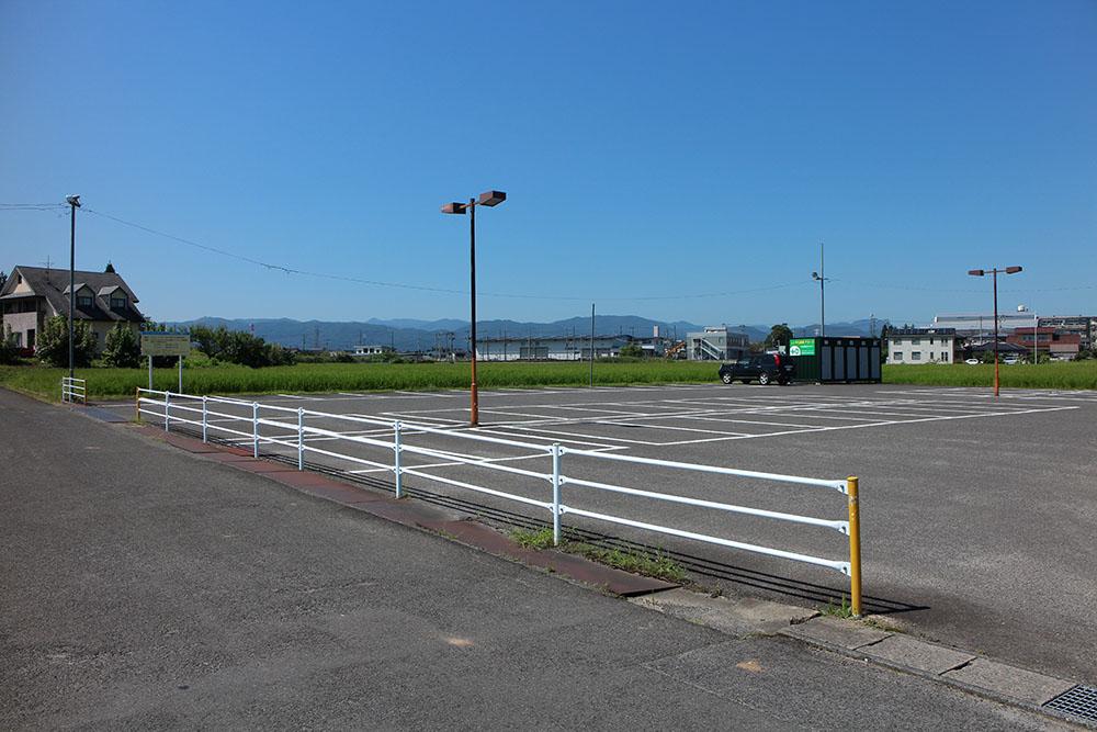 100台収容の駐車場